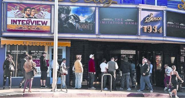 Estreno de la película The interview en el cine Los Feliz 3 de Los Angeles, el día de Navidad.