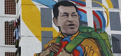 Un mural con la imagen de Hugo Ch�ves en un edicio de Caracas, esta semana.