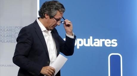 El vicesecretario de organizaci�n del PP, Carlos Floriano, este domingo en la sede del partido.