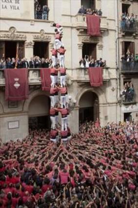 El quatre de nou net de la Vella de Valls, ayer, en la plaza del Blat.