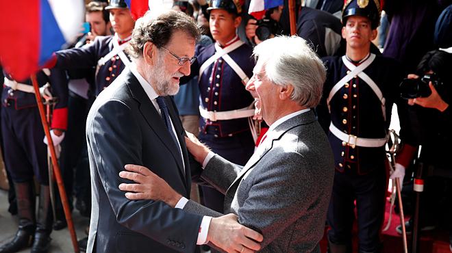 """El presidente del Gobierno, Mariano Rajoy, es recibido al grito de """"ladrón"""" en Uruguay."""