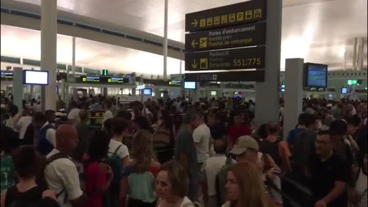 Colas en la Terminal 1, este viernes.