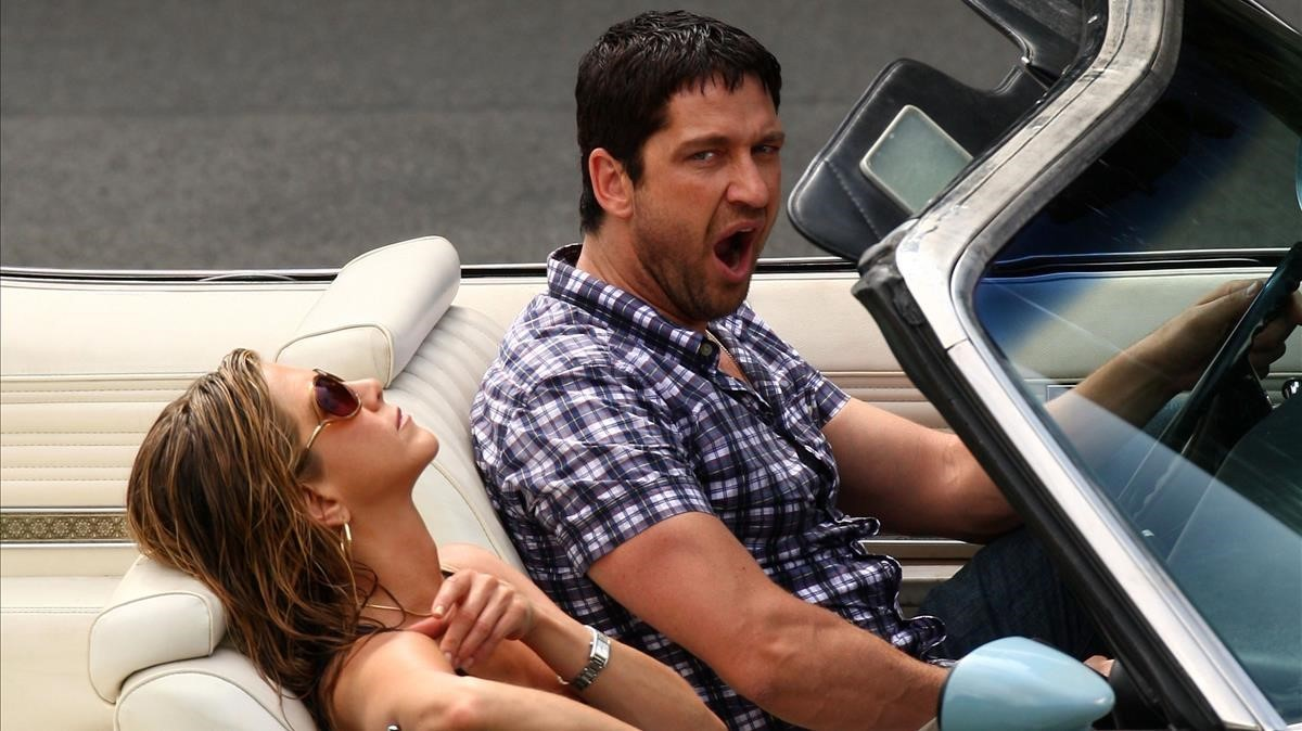 fcasals11109172 gerard butler and jennifer aniston look sleepy on the set of170913163621