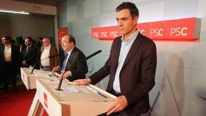 Miquel Iceta y Pedro Sánchez comparecen para valorar los resultados electorales.