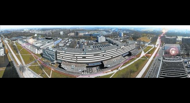 Campus de la Universidad de Delft (Pa�ses Bajos) con una representaci�n del experimento de entrelazamiento.