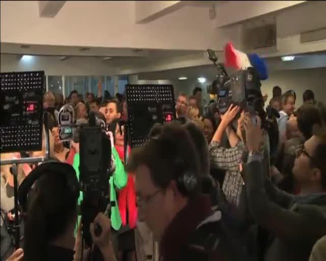 Sarkozy arrasa l'esquerra i conté l'avanç de Le Pen