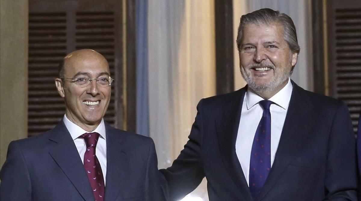 El delegado del Gobierno en Euskadi, pillado comprando en el 'top manta'