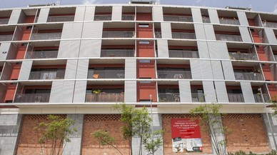 Barcelona engega un pla per crear un servei públic de vivenda