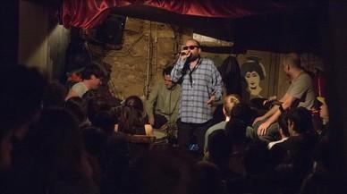 Momento de la actuación de Escandaloso Xpósito en lasesión de hip-hop en Robadors 23.