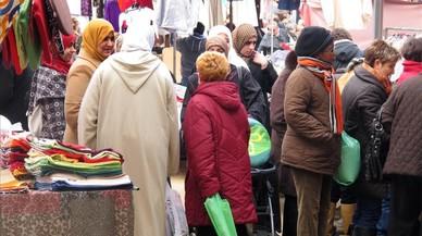 La población extranjera en Catalunya se reduce por quinto año consecutivo