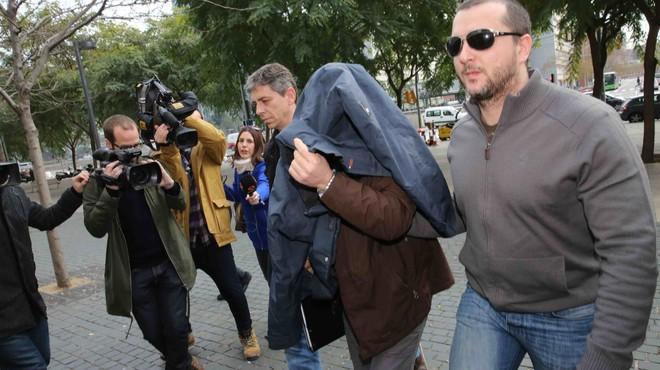 JoaquimBenítez entra en el juzgado, este sábado por la mañana.