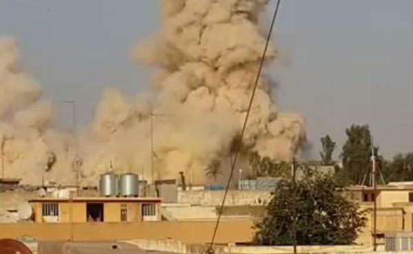 Una bomba acaba con el edificio.