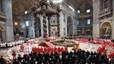 El Papa entrega el palio de oblispo metropolitano a Omella