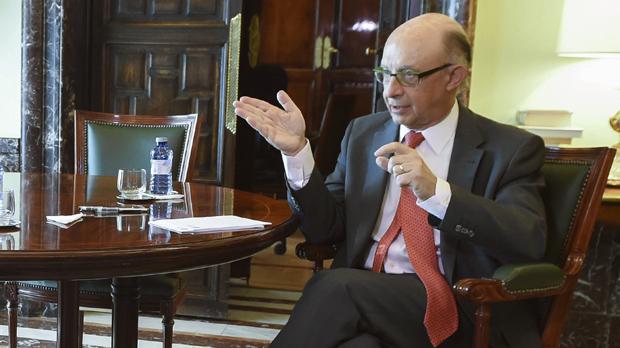 Montoro adverteix amb sancions a qui pagui impostos de l'Estat a l'Agència Tributària catalana