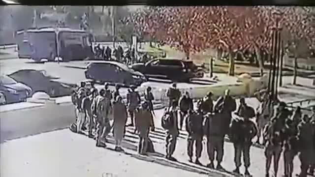 Este es el momento en que el camión arrolla a los soldados en Jerusalén