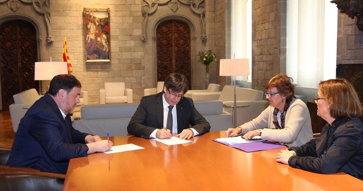 Quinto aviso del TC a Puigdemont y Junqueras para que frenen el referéndum