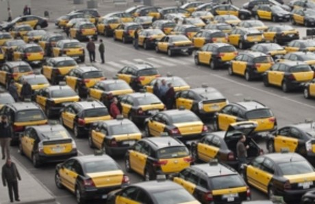 Colas de taxis en la parada de la estacin de Sants de Barcelona, el pasado enero.