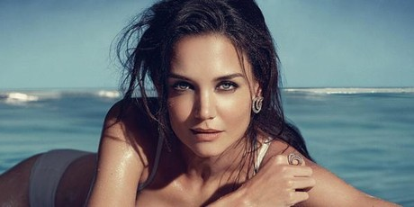 La actriz Katie Holmes posa sensual con joyas de H.Stern en 'topless'.