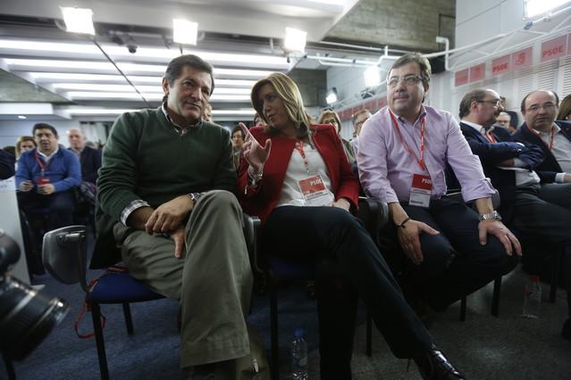 Los presidentes Javier Fernández (Asturias), Susana Díaz (Andalucía) y Guillermo Fernández Vara (Extremadura), en la reunión del comité federal del PSOE.