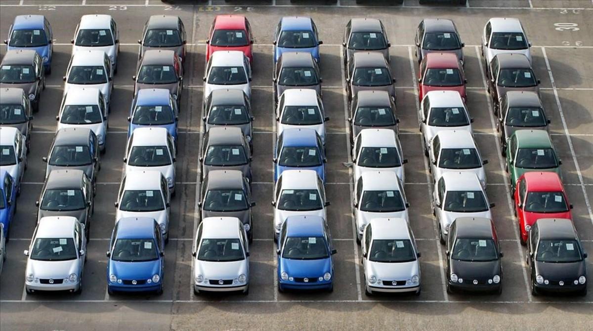 zentauroepp1621560 barcelona 02 02 2004 motor coches vehiculos aparcados en la 161125145128