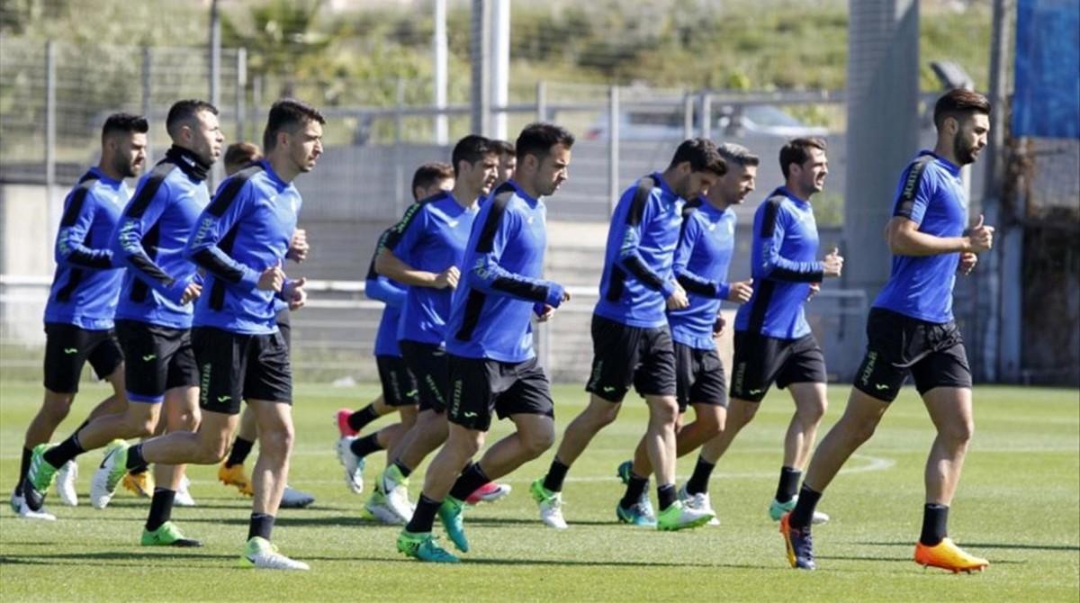 La plantilla del Espanyol prepara el choque con el Atlético en Sant Adrià.