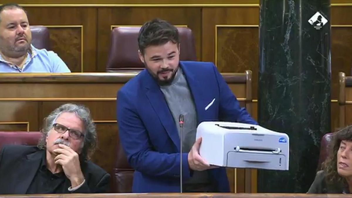 Rufián mostra una impressora al Congrés