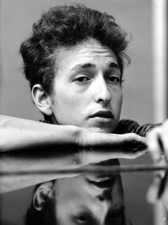 ¿Merece Bob Dylan un premio literario como el Nobel? Escritores a favor y en contra