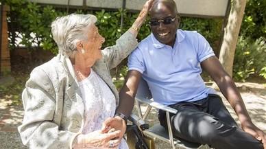 Julia Contreras bromea sobre el corte de pelo de Tommy Nkono. �Todo le queda bien�, dice.