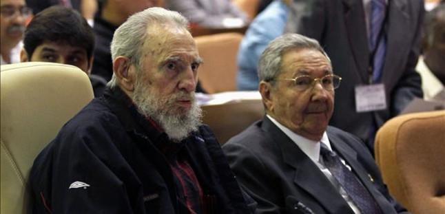 Fidel Castro reaparece por sorpresa en la Asamblea Nacional