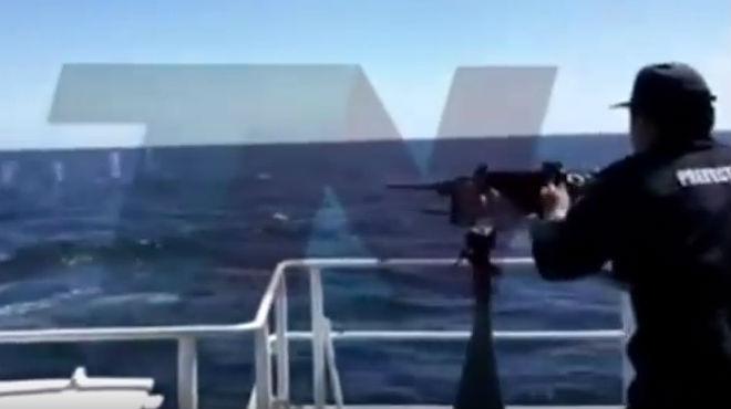 Los guardacostas se enfrentaron al pesquero que faenaba en aguas argentinas