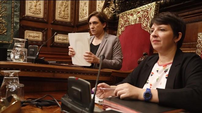 Barcelona repudia Pujol i Cristina de Borbó i distingeix Muriel Casals