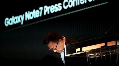 Koh Dong-Jin, responsable de la división de telefonía móvil de Samsung, la rueda de prensa sobre las causas de incendio del Galaxy Note 7.