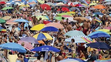 Els espanyols redueixen els dies de vacances per la crisi