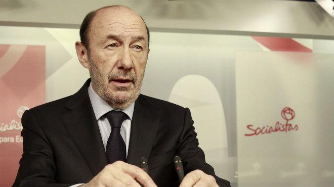 """Rubalcaba destaca que Suárez """"va saber unir els que des de posicions polítiques diferents"""" defensaven la llibertat"""