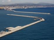 Vista aérea de los diques Este y Sur del puerto de Barcelona.