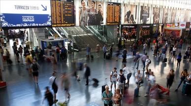 Viajeros en la estación de Termini.