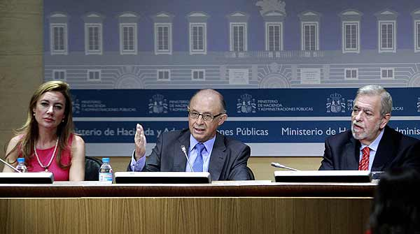 Montoro advierte a las comunidades autnomas de que tienen que cumplir la ley