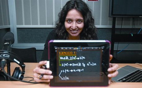 A punto 8 Vanesa Daza, coordinadora del curso MOOC de lgebra que la Universitat Pompeu Fabra ofrecer a partir de marzo, ayer, en Barcelona.