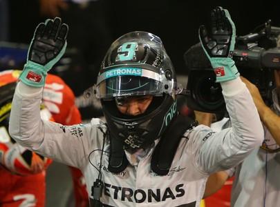 Nico Rosberg celebrando la calificaci�n en el circuito de Abu Dabi.