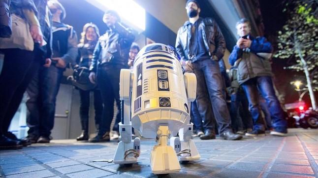 Estrena de Star Wars: el despertar de la fuerza al cine Phenomena de Barcelona, dijous de matinada.
