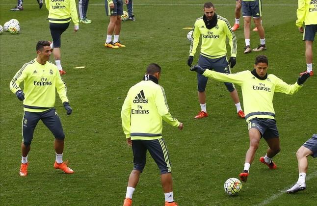 Ronaldo, Benzema y Varane, durnate el entrenamiento de este viernes en Valdebebas.