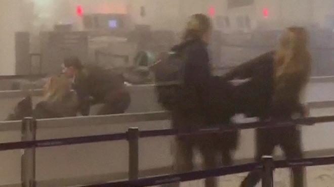 El interior del aeropuerto de Bruselas, en los instantes posteriores al atentado terrorista