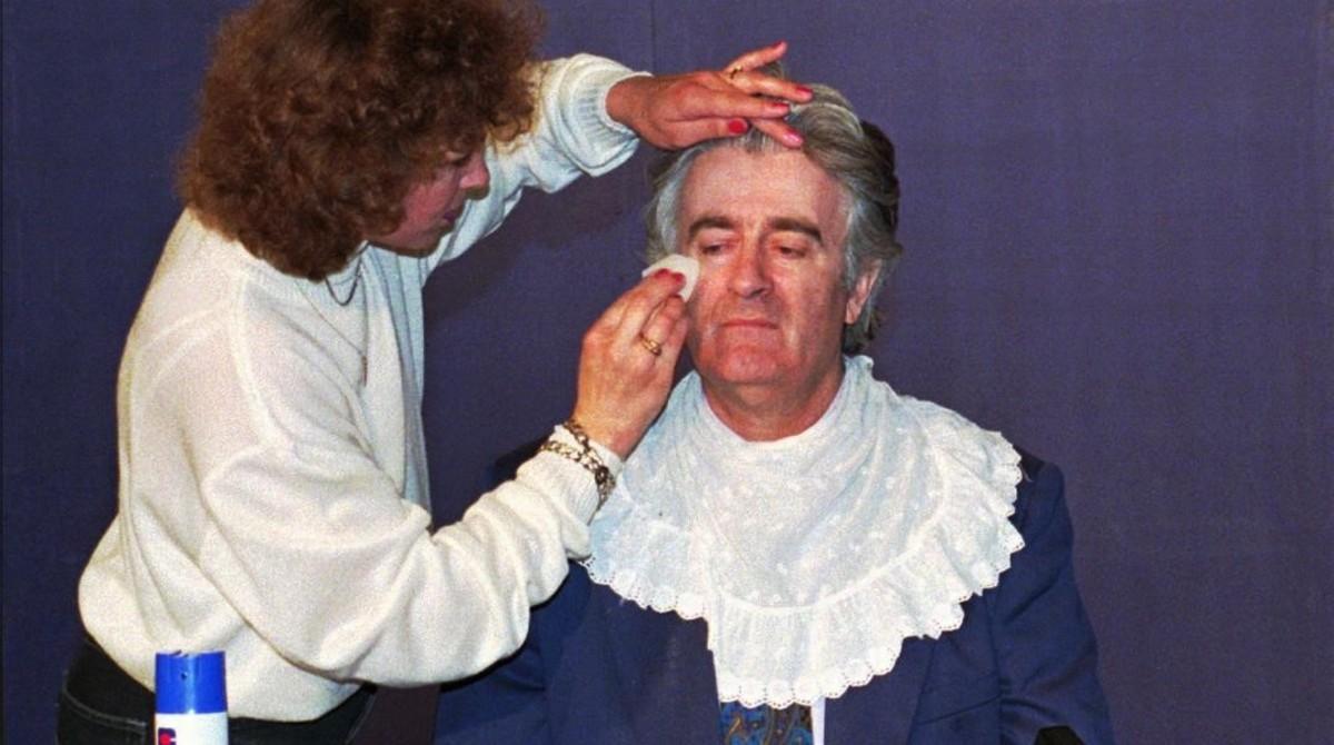 Karadzic, maquillado para una intervención televisiva en Pale (Bosnia), el 1 de junio de 1995.