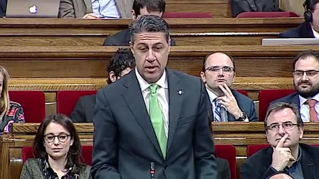 Puigdemont i García Albiol sencaren al Parlament