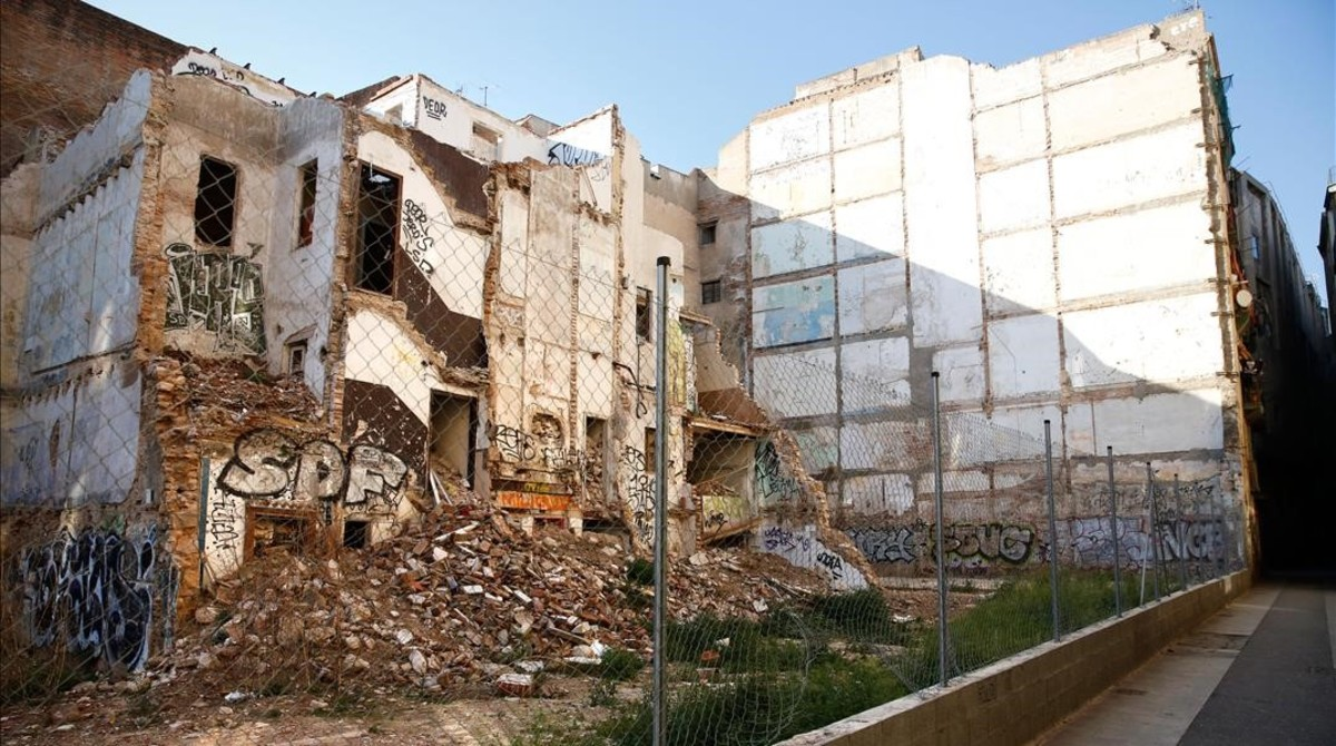 jgblanco38223825 barcelona 28 04 2017 edificios vacios semivacios o semiokup170519131034