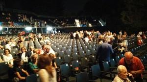 La platea de Pedralbes, vaciándose tras el anuncio de la suspensión del concierto de Tony Bennett.