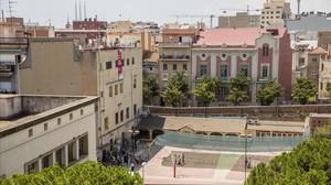 Escuela de los Maristas vista desde el Ayuntamiento de Badalona.