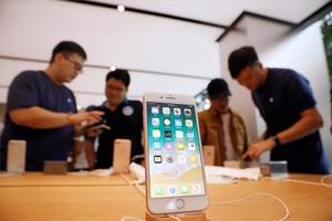 Tienda de Apple con el nuevo iPhone 8.