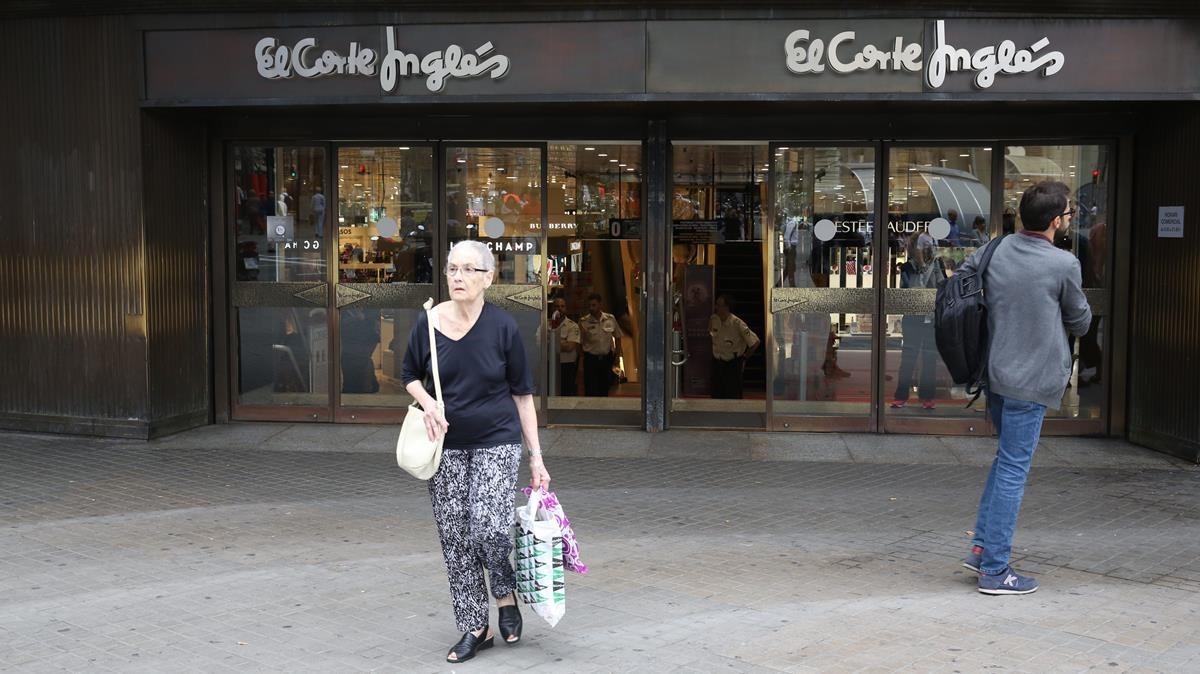 Abre el comercio del centro de barcelona cierra el de los barrios - Oficinas el corte ingles barcelona ...