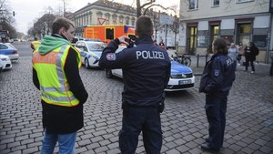 zentauroepp41152326 police close the streets around a christmas market after a s171201174052
